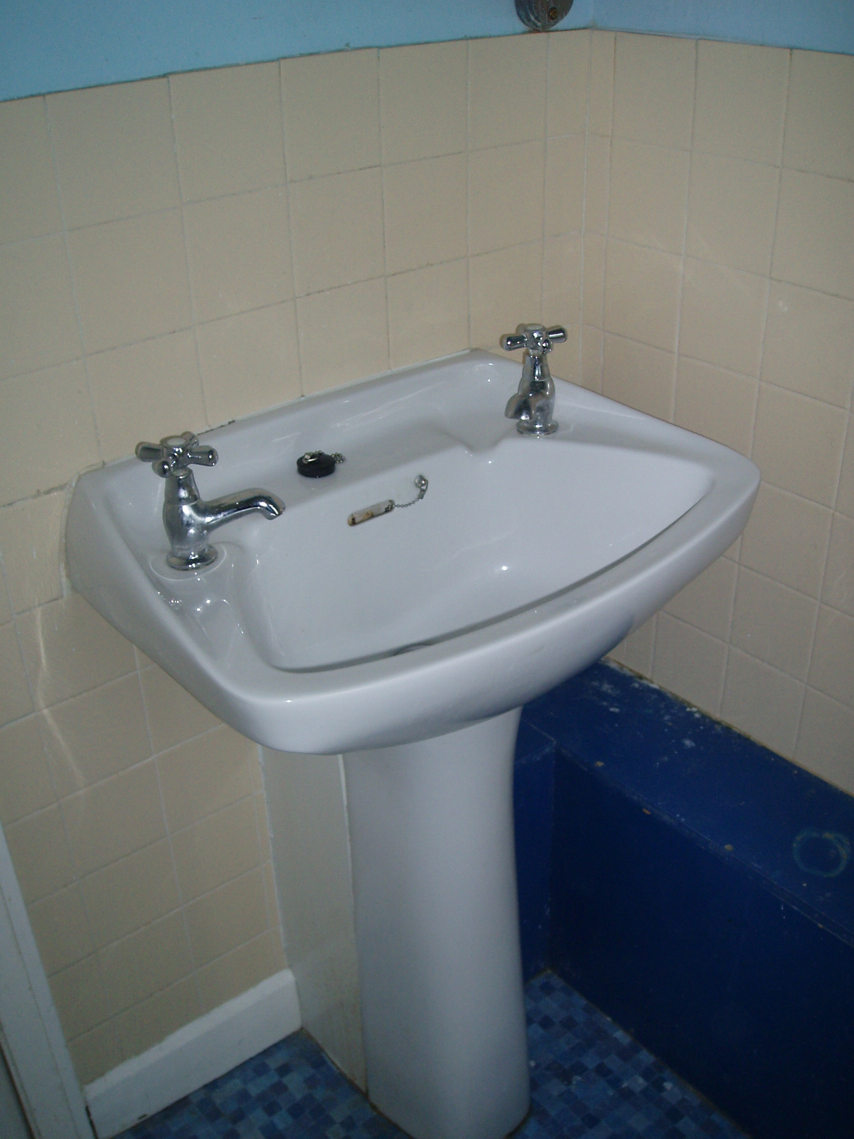 Bathroom fitters edmonton green grosvenor buiders for The bathroom fitting company